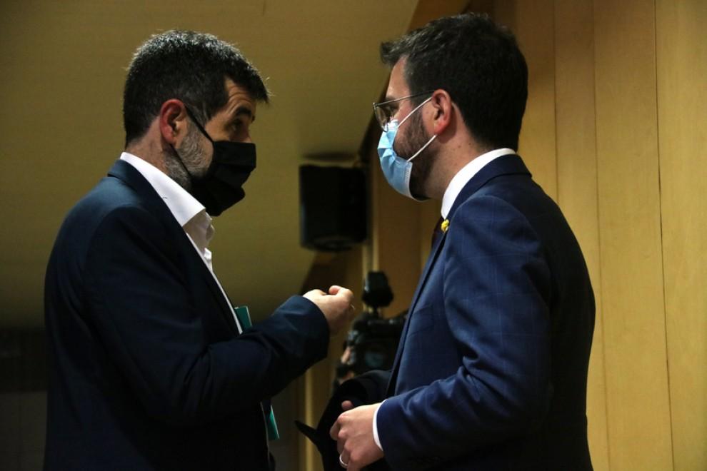 El secretario general de Junts, Jordi Sánchez, conversa con Pere Aragonès, en una imagen de archivo. ACN