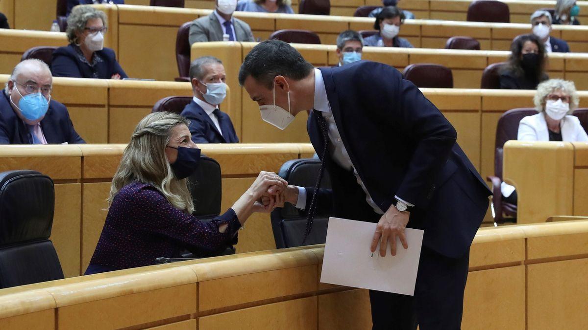La vicepresidenta Yolanda Díaz y el presidente del Gobierno, Pedro Sánchez.- EFE
