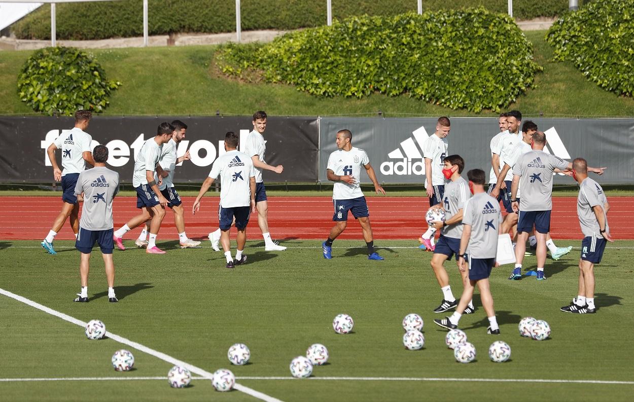 Los jugadores de la selección española de fútbol, durante un entrenamiento en la Ciudad Deportiva en Las Rozas, en la preparación de la Eurocopa. REUTERS/Juan
