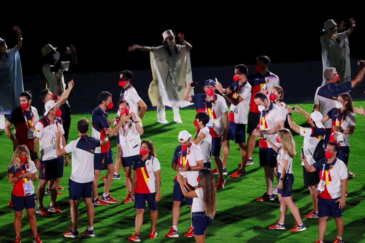 El equipo olímpico español disfruta de la ceremonia de clausura de los Juegos Olímpicos 2020, en el Estadio Nacional de Tokio. EFE/ Lavandeira Jr