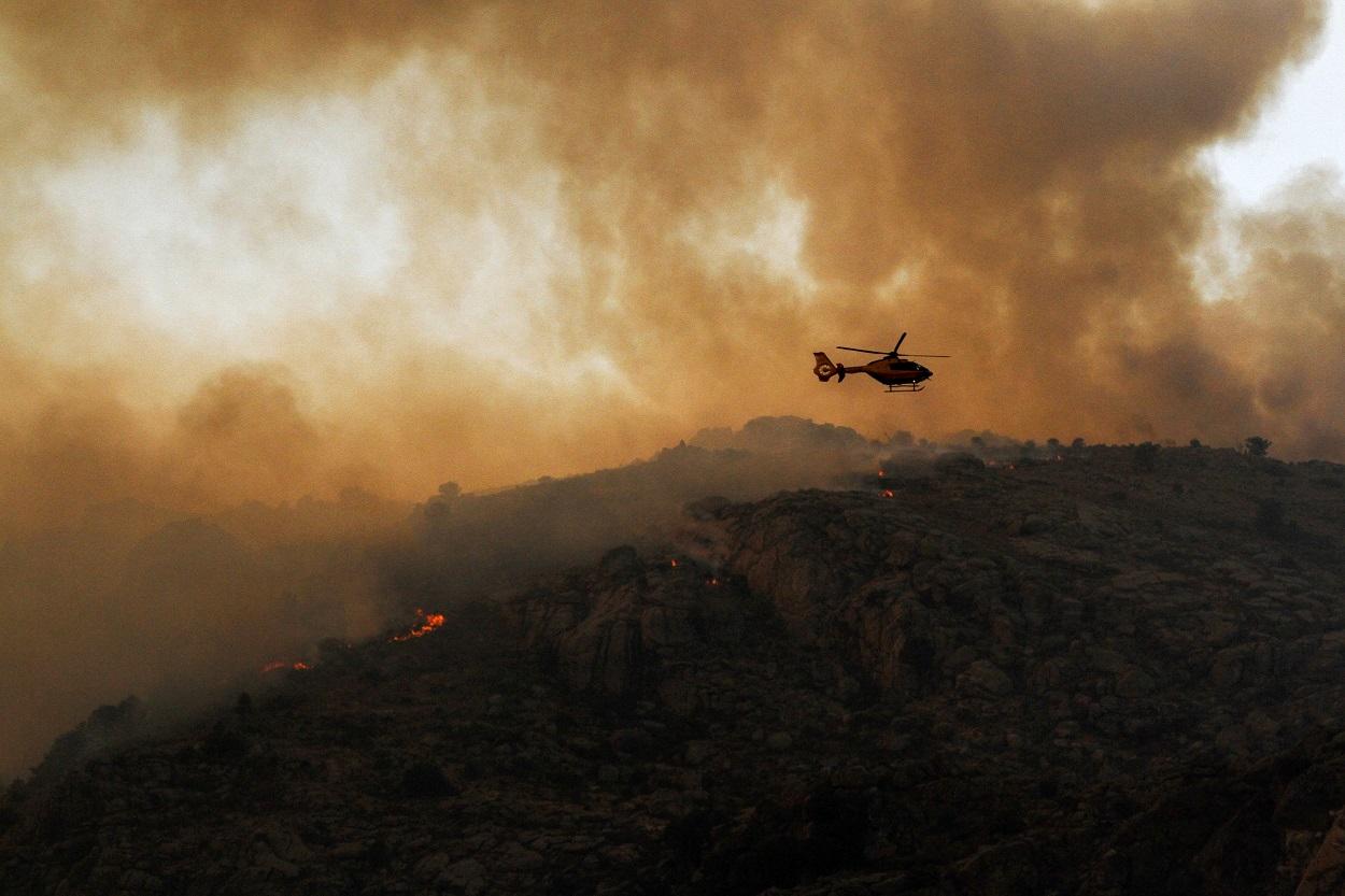 Vista del incendio en el término abulense de Navalacruz. E.P/Rafael Bastante