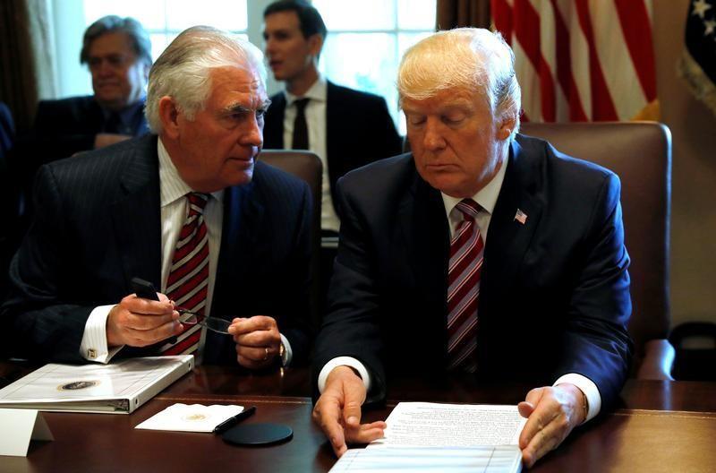 Rex Tillerson con Donald Trump en una reunión del Gabinete en la Casa Blanca, en junio de 2017 REUTERS/Kevin Lamarque