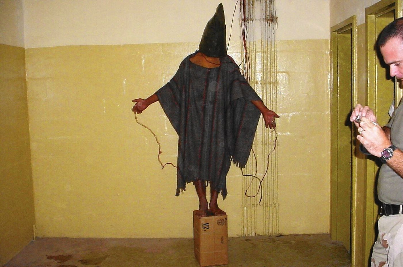 Imágen de las torturas en la prisión de Abu Ghraib