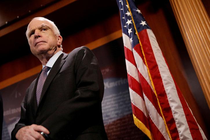 El fallecido senador republicado John McCain, en una rueda de prensa en el Capitolio, en Washington, en julio de 2017. REUTERS/Aaron P. Bernstein