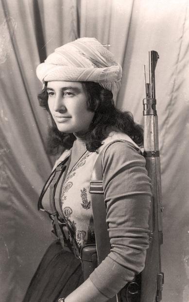 Margaret George Shello (1942-1960), líder kurda-asiria iraquí asesinada por algún hombre.