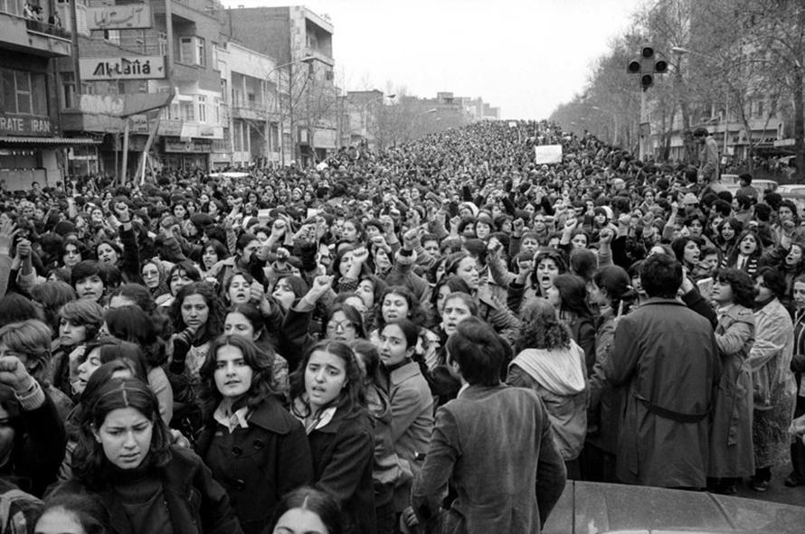La manifestación de decenas de miles de mujeres y hombres en Teherán contra la imposición del velo. 8 de marzo del 1979