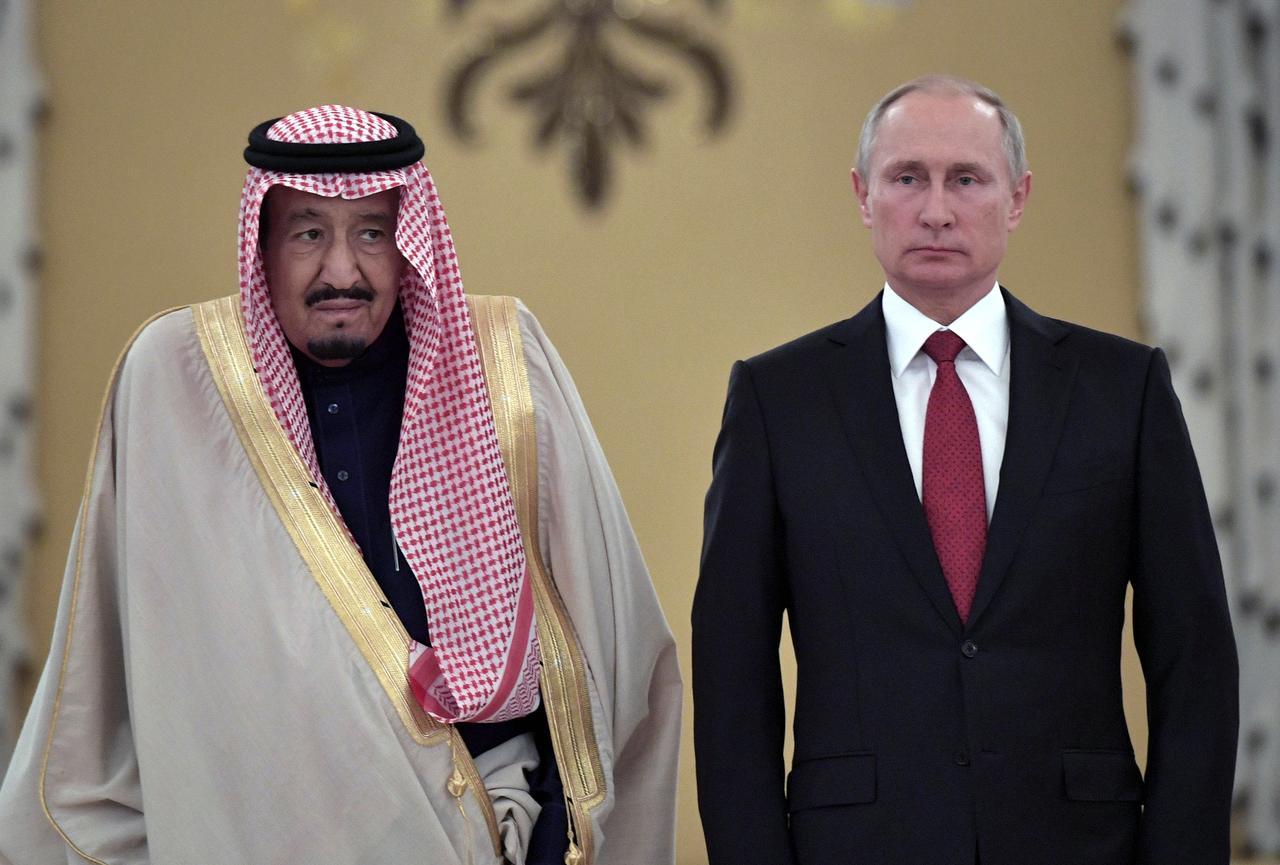 El presidente ruso Vladimir Putin y el rey Salman de Arabia Saudií, en un encuentro en el Kremlin, en Moscú, en octubre de 2017. REUTERS/Alexei Nikolsky