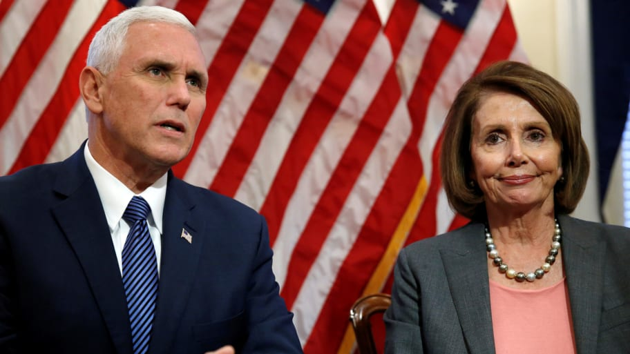 Mike Pence y Nancy Pelosi. / REUTERS