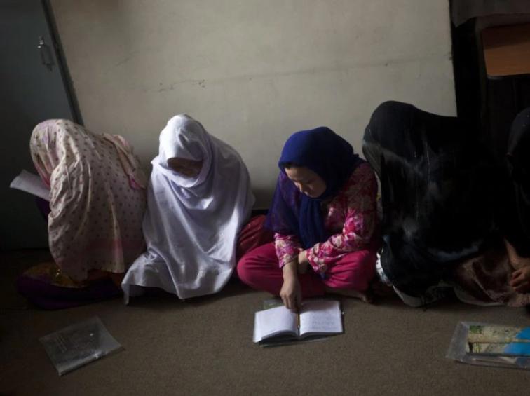 Mujeres presas en una cárcel femenina afgana. - REUTERS