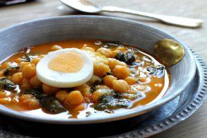 Potaje de garbanzos con espinacas: receta para una Semana Santa confinada