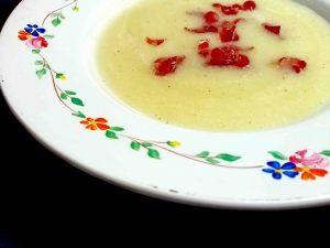 Sopa fría de melón con jamon y menta