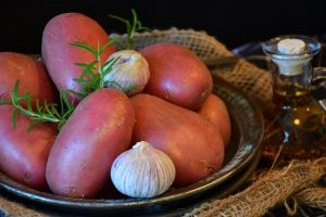 Patatas rojas para ensalada pantesca.