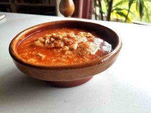 Sopa de ajos o sopa castellana.