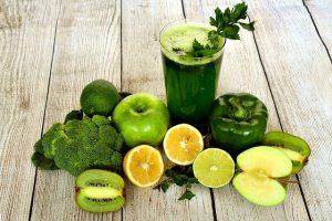 smoothie o batido verde.