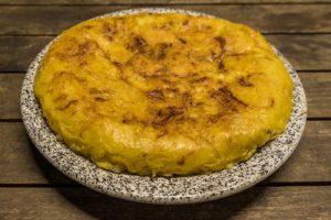 Tortilla de patatas vegana.