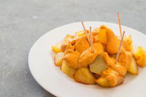 Patatas con salsa brava.