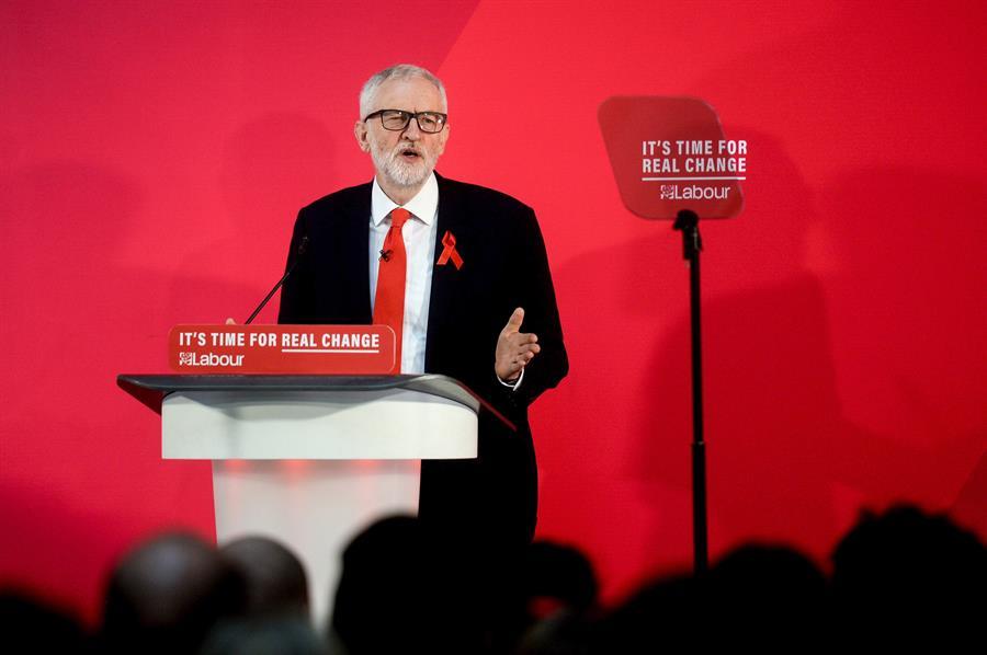 El líder del Partido Laborista británico, Jeremy Corbyn, en un acto de campaña en York para las elecciones en Reino Unido del día 12 de diciembre. EFE/EPA/STRINGER