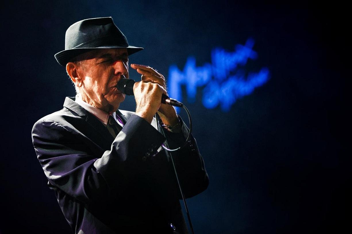 Donde se explica cómo y porqué olisquean los simios aporreadores y Leonard Cohen forever