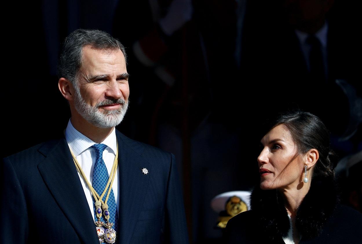 El rey Felipe VI y la reina Letizia, tras el acto de la solemne apertura de la legistalura, en el Congreso de los Diputados. REUTERS/Juan Medina