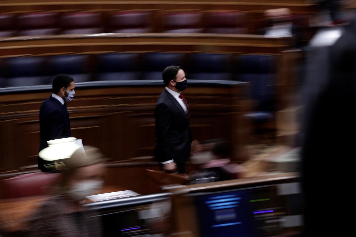 El líder de Vox, Santiago Abascal, y el diputado Ignacio Garriga, a su llegada al Congreso, para el debate de la moción de censura contra Pedro Sánchez. REUTERS/Manu Fernandez/Pool