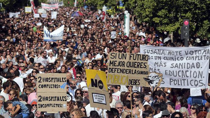 Manifestación en Granada contra la fusión de hospitales. EFE