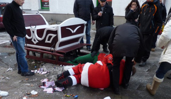 Santa-Claus-in-Hospital-After-Drunken-Fall-From-Sleigh2-650x325