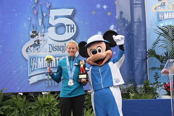 800px-Disney_Finish_with_Mickey