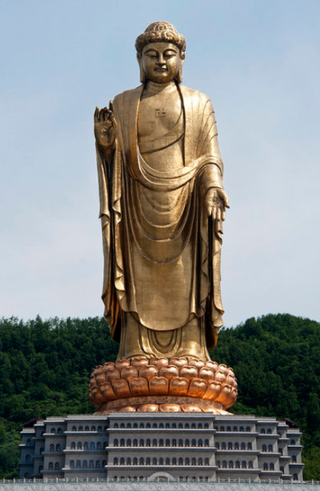 320px-Spring_Temple_Buddha_picturing_Vairocana,_in_Lushan_County,_Henan,_China