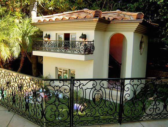 paris-hilton-dog-mansion-1