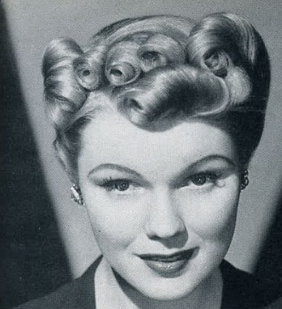 1940s-vintage-hair-updo-reverse-side-roll