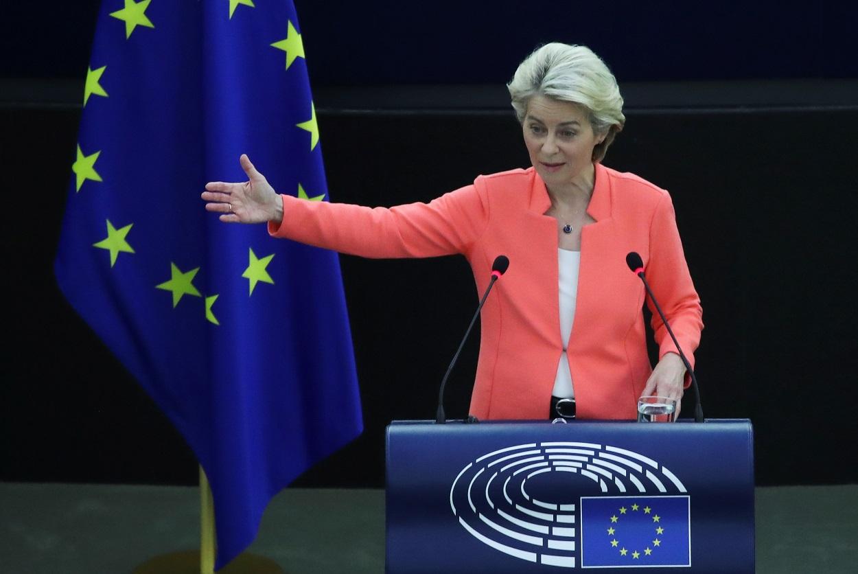 La presidenta de la Comisión Europea, Ursula von der Leyen, durante su intervención en el debate sobre el estado de la Unión, en el Parlamento Europeo, en Estrasburgo. REUTERS/Yves Herman