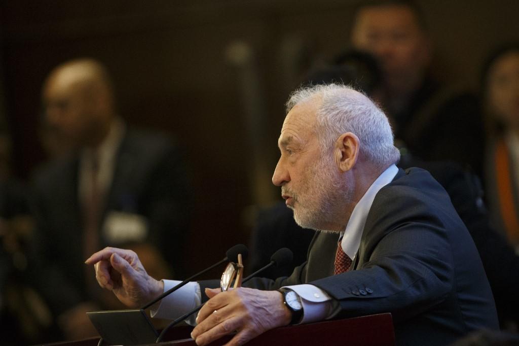El Premio Nobel y profesor de la Universidad de Columbia, Joseph Stiglitz, en una conferencia en Pekín, en marzo pasado. AFP/THOMAS PETER