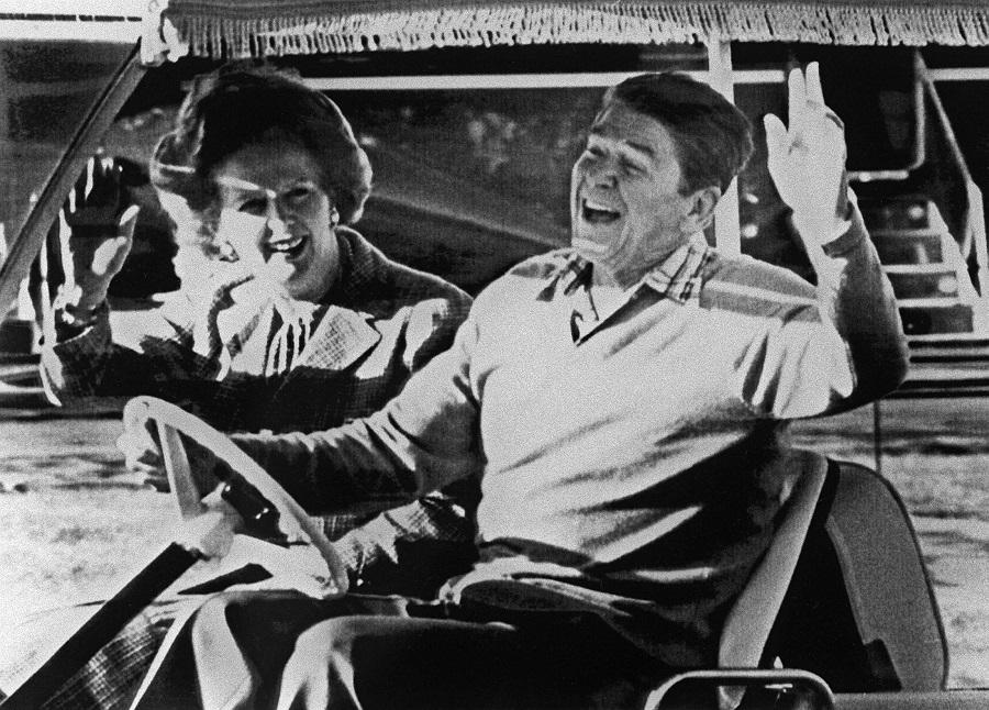 Los entonces presidente de EEUU, Ronald Reagan, y primera ministra briktánica, Margaret Thatcher, en Camp David (EEUU), en diciembre de 1984. AFP