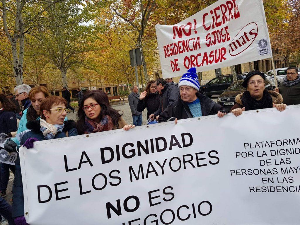 Manifestación contra el cierre de residencias de mayores.
