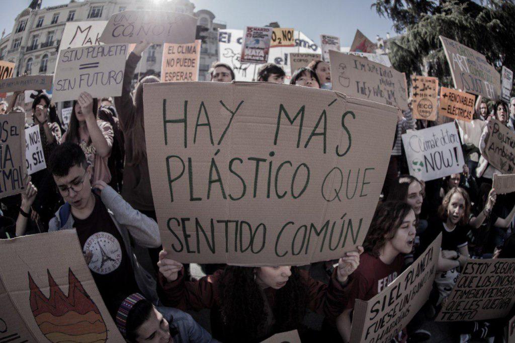 Sentada por el clima frente al Congreso organizada por Fridays For Future Madrid. Foto #404 Comunicación Popular