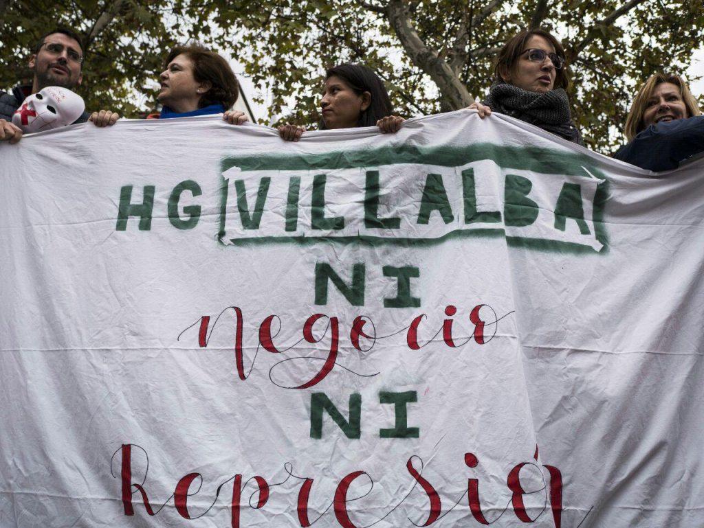 Concentración #StopQuiron ante la Fundación Jiménez Díaz el 22 de octubre. Foto: Fran Villalba / #404 Comunicación Popular