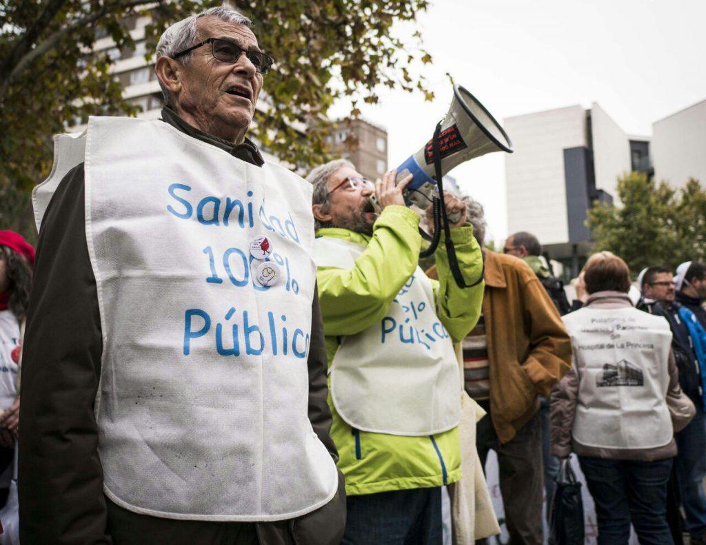 Trabajadores de la sanidad pública en la concentración #StopQuirón 22 de octubre. Foto Fran Villalba / #404 Comunicación Popular