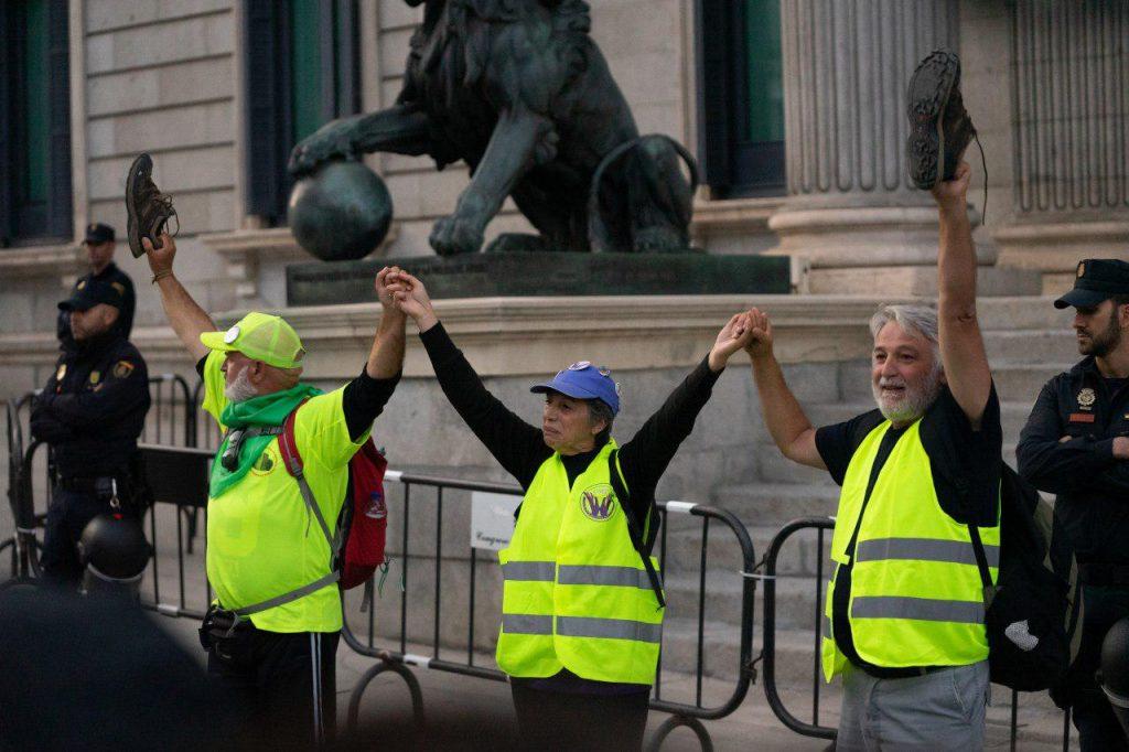 Pensionistas en el Congreso tras las marchas de Bilbao y Rota. Foto Jon Imanol Reino / #404 Comunicación Popular